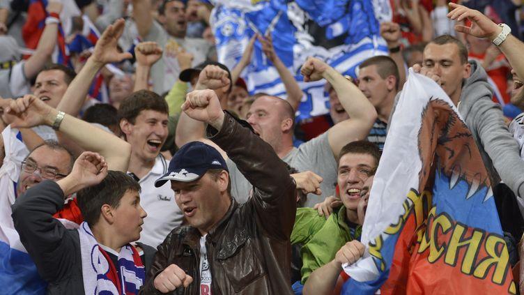 Des supporters russes, le 8 juin 2012. (FABRICE COFFRINI / AFP)
