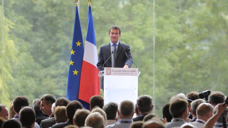 Le Premier ministre Manuel Valls, lors de l'université d'été du Medef, le 27 août 2014, àJouy-en-Josas (Yvelines). (ERIC PIERMONT / AFP)