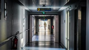 Une vue de l'unité de surveillance continue contre le Covid-19, dans le service réanimation de l'hôpital de Perpignan (Pyrénées-Orientales) le 5 mars 2021 (CLEMENTZ MICHEL / MAXPPP)