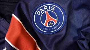 Le logo du PSG photographié le 6 août 2015. (FRANCK FIFE / AFP)