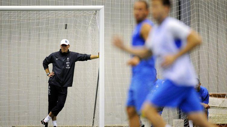 Laurent Blanc le 7 juin à l'entraînement à 7 juin 2012. (FRANCK FIFE / AFP)