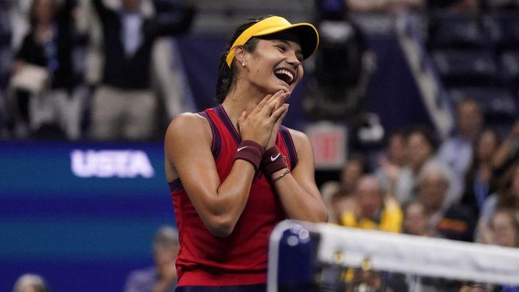 Emma Raducanu s'est qualifiée pour la première finale de sa carrière, en l'emportant face àMaria Sakkarien demi-finale de l'US Open, le 9 septembre 2021 (New York). (TIMOTHY A. CLARY / AFP)