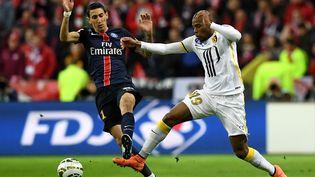 Angel Di Maria et Djibril Sidibe, pendant la finale de la Coupe de la Ligue, le 23 avril 2016, au stade de France. (FRANCK FIFE / AFP)