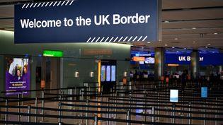La frontière britannique à l'aéroport Heathrow de Londres (Royaume-Uni), le 16 juillet 2019. (DANIEL LEAL-OLIVAS / AFP)