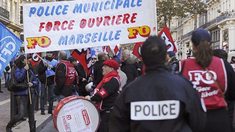 Des policiers municipaux manifestent à Marseille (Bouches-du-Rhône), le 4 décembre 2012. (BORIS HORVAT / AFP)