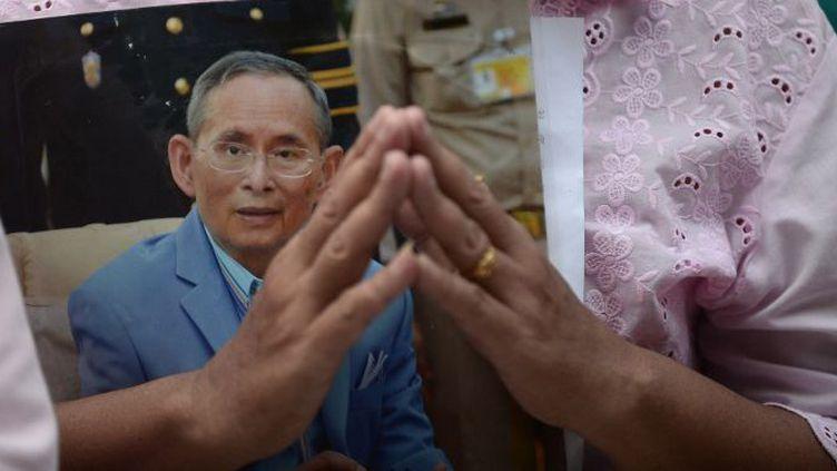 Le roi de Thaïlande Bhumibol Adulyadej est décédé, le 13 octobre 2016, à l'hôpital Siriraj,après 70 ans de règne. (Wasawat Lukharang / NurPhoto)