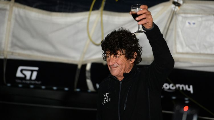 Jean le Cam à son arrivée aux Sables d'Olonne, le 28 janvier 2021, après son cinquième Vendée Globe. (JEAN-FRANCOIS MONIER / AFP)