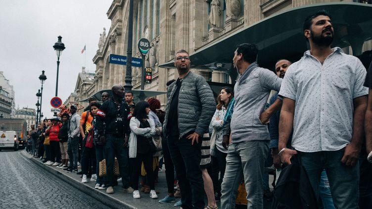 Face aux longues files d'attente pour tenter d'avoir un bus à Paris le 13 septembre 2019, de nombreux usagers ont tenté de se rabattre sur des trajets en VTC. (MATHIAS ZWICK / HANS LUCAS)