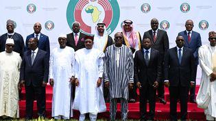Les chefs d'Etat de huit pays membres de la Cédéao, posent pour la photo le 14 septembre 2019 à Ouagadougou au Burkina Faso.De Gauche à droite : Ibrahim Boubacar Keita du Mali, Alassane Ouattara de la Côte d'Ivoire, Idriss Deby du Tchad, Mahamadou Issoufoudu Niger, Roch Marc Christian Kaboredu Burkina Faso, Faure Gnassigbedu Togo, Macky Salldu Sénégal, et Muhammadu Buharidu Nigeria. (ISSOUF SANOGO / AFP)