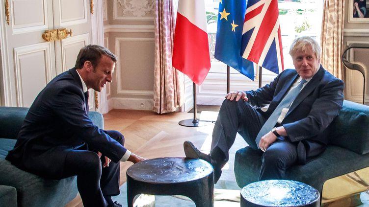 Emmanuel Macron reçoit le Premier ministre britannique Boris Johnson, le 22 août 2019 au palais de l'Elysée. (CHRISTOPHE PETIT TESSON / AFP)