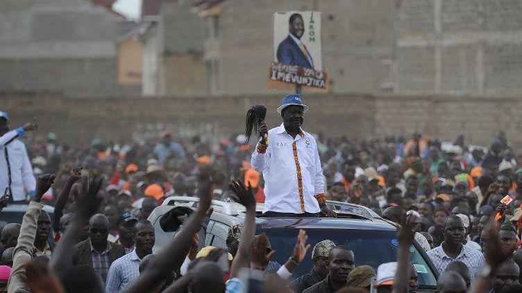 L'arrivée dans un meeting du leader de l'opposition kényane, Raila Odinga, dans une banlieue de Nairobi le 17 septembre 2017. (AFP - Tony Karumba)