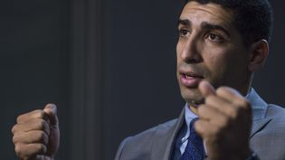 Florent Groberg lors d'une interview à Washington (Etats-Unis), le 29 octobre 2015. (PAUL J. RICHARDS / AFP)