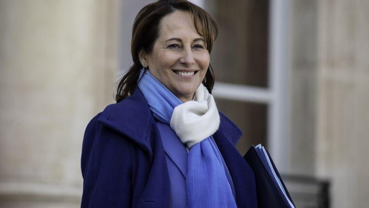 La ministre de l'Ecologie, Ségolène Royal, quitte l'Elysée après le Conseil des ministres, le 20 janvier 2016. (CITIZENSIDE/YANN KORBI / AFP)