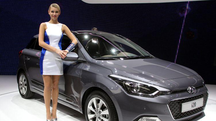(Une hôtesse au Mondial de l'auto à Paris, en octobre 2014. © Maxppp)
