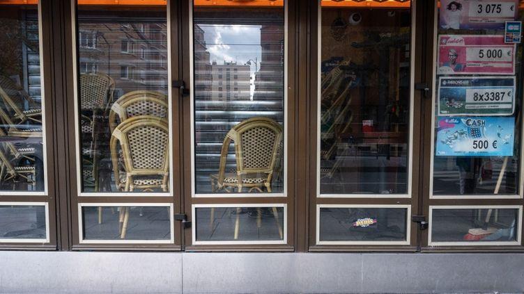 La terrasse d'un bar-restaurant fermé à Paris en octobre 2020. (RICCARDO MILANI / HANS LUCAS via AFP)