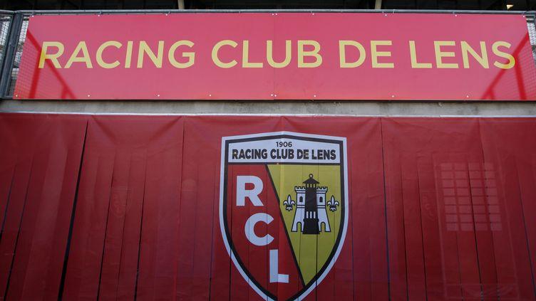 Le logo du RC Lens, au stade Félix-Bollaert de la ville du Pas-de-Calais, le 29 janvier 2015. (THIERRY THOREL / CITIZENSIDE / AFP)