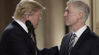 En choissant Neil Gorsuch, le président américain redonne une majorité aux conservateurs. (BRENDAN SMIALOWSKI / AFP)