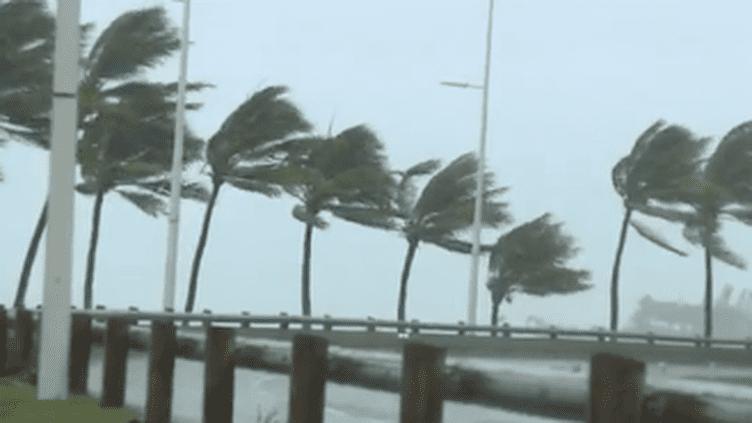 Le cyclone Cook a commencé a balayer la Nouvelle-Calédonie lundi 10 avril. (CAPTURE ECRAN LA 1ERE)