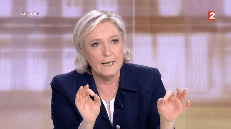 Marine Le Penattaque Emmanuel Macron sur sa proximité avec Angela Merkel, lors du débat de l'entre-deux-tours, le 3 mai 2017. (FRANCE 2)