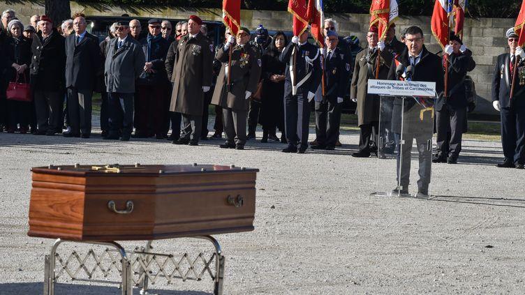 Le maire de Trèbes, Eric Menassi, aux funérailles des victimes de l'attaque terroriste du 23 mars 2018. (PASCAL PAVANI / AFP)
