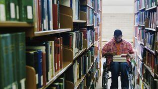 Sur Twitter, des étudiants témoignent des discriminations qu'ils subissent à l'université en raison de leur handicap. (ANDERSEN ROSS PHOTOGRAPHY INC / DIGITAL VISION / GETTY IMAGES)