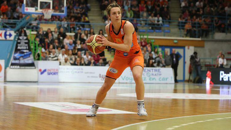 La capitaine de Bourges Céline Dumerc