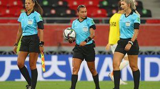 Edina Alves Batista, Neuza Back, Mariana Del Almeida, les femmes arbitres lors de la 17e édition de la Coupe du monde des clubs (KARIM JAAFAR / AFP)