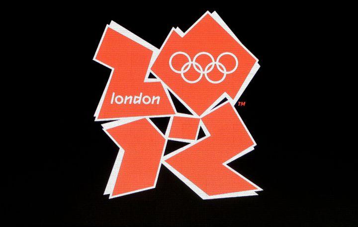 Le logo pour les Jeux olympiques et para-olympiques de Londres 2012. (SHAUN CURRY / AFP)