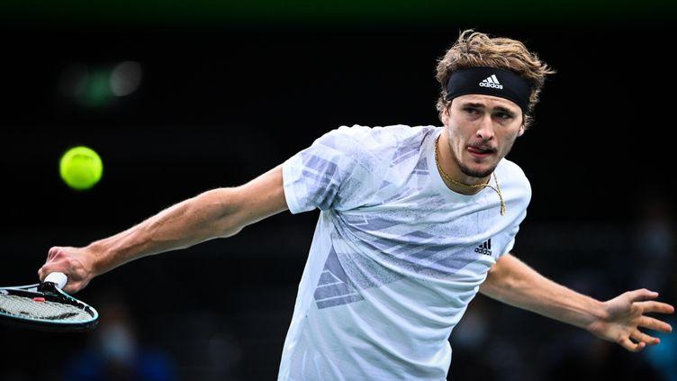 Alexander Zverev face à Rafael Nadal. (ANNE-CHRISTINE POUJOULAT / AFP)