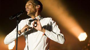 Stromae sur la scène du festival Coachella, en Californie, le dimanche 12 avril 2015. Lors d'un concert donné une semaine plus tard sur la scène du même festival, l'artiste belge a été rejoint par Kanye West. (ROBYN BECK / AFP)