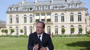 François Hollande, dimanche 14 juillet, lors de son interview télévisée depuis les jardins de l'Elysée. (PHILIPPE WOJAZER / AFP)