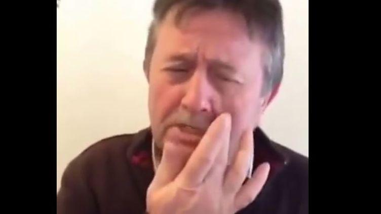 Capture d'écran montrantBernard Guiraud dans son clip, en mars 2015. (BERTRAND LESCURE / YOUTUBE)