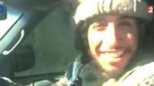 Une capture d'écran du Belge Abdelhamid Abaaoud, cerveau présumé des attentats de Paris,le 15 janvier 2015. ( FRANCE 2)