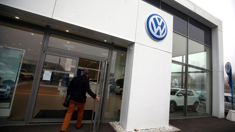Un concessionaire Volkswagen à Belfort. Photo d'illustration. (LIONEL VADAM  / MAXPPP)