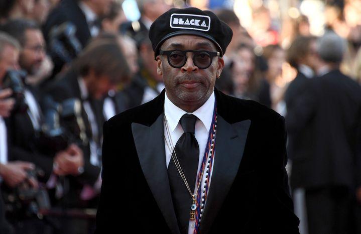 """Le réallisateur de """"Blackkklansman"""" Spike Lee lors de la montée des marches de la cérémonie de clôture du Festival.  (Anne-Christine POUJOULAT / AFP)"""