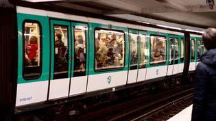 Une rame du métro parisien, le 20 octobre 2020. Photo d'illustration. (AURÉLIEN ACCART / RADIO FRANCE)