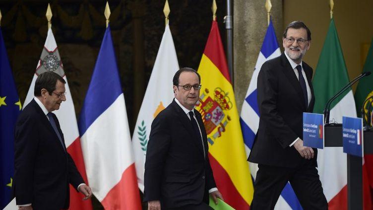 Le président chypriote Nicos Anastasiades (à gauche), François Hollande (au centre), le Premier ministre espagnol Mariano Rajoy (à droite), au palais du Pardo, à Madrid, lundi 10 avril. (PIERRE-PHILIPPE MARCOU / AFP)