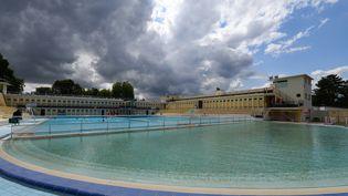Vue générale de la piscine de Bruay-la-Buissière (Pas-de-Calais). (DENIS CHARLET / AFP)