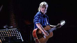 """Jean-Louis Aubert fait son grand retour avec un nouvel album solo intitulé """"Refuge"""" sorti vendredi 15 novembre. (XAVIER LEOTY / AFP)"""