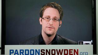 Edward Snowden lors d'une visioconférence, le 14 septembre 2016. (BRENDAN MCDERMID / REUTERS)