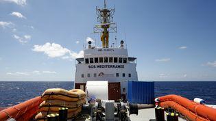 """Vu depuis le pont du bâteau """"Aquarius"""" appartenant à SOS Méditerranée, le 26 juin 2018. (PAU BARRENA / AFP)"""