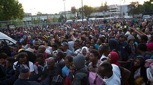 Des migrants lors de l'évacuation du camp de la porte de la Chapelle à Paris, le 7 juillet 2017. (YANN BOHAC / CITIZENSIDE / AFP)