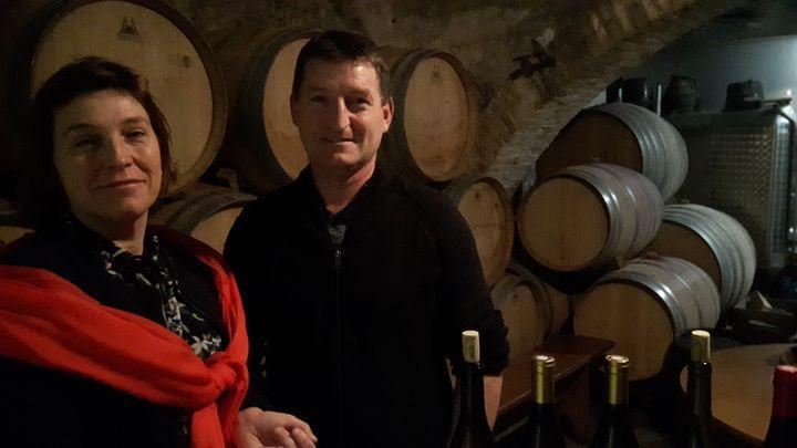 Laurent Jambon et sa sœur Carine, vignerons à Lantignié (Rhône). (GUILLAUME GAVEN / RADIOFRANCE)