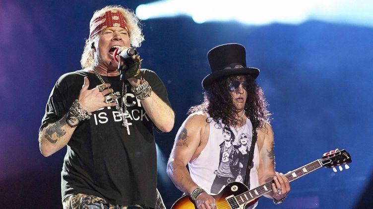 Axl Rose et Slash de Guns'N'Roses sur scène à Chicago le 3 juillet 2016.  (Ray Garbo/WENN.com/Sipa)