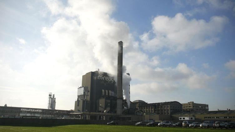 Vue extérieure de l'usine de papeterie M-Real, le 13 janvier 2012 à Alizay (Eure). ( / MAXPPP)