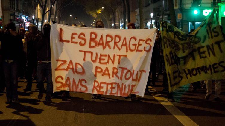 Des manifestants à Rennes (Ille-et-Vilaine), le 27 octobre 2014, au lendemain de la mort de Rémi Fraisse sur le chantier du barrage de Sivens (Tarn). (NICOLAS LIPONNE / CITIZENSIDE / AFP)