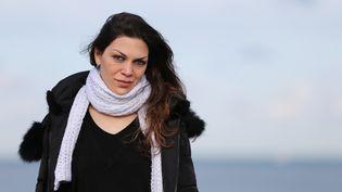 """Morgane Seliman, victime de la violence de son conjoint pendant 4 ans et auteure du livre """"Il m'a volé ma vie"""". (CHARLY TRIBALLEAU / AFP)"""