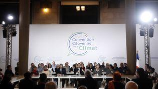 Emmanuel Macron participe à la Convention des citoyens pour le climat, au siège du Conseil économique, social et environnemental à Paris, le 10 janvier 2020. Photo d'illustration. (YOAN VALAT / POOL / AFP)