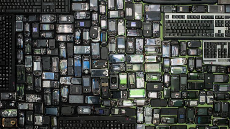 Claviers d'ordinateurs et téléphones portables mis au rebut, au centre de recyclage de Yongin, au sud de Séoul, en Corée du sud. (ED JONES / AFP)