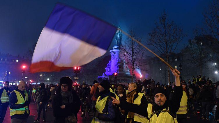 """Des manifestants rassemblés place de la République à Paris, en marge de la mobilisation des """"gilets jaunes"""", le 26 janvier 2018. (ALAIN JOCARD / AFP)"""